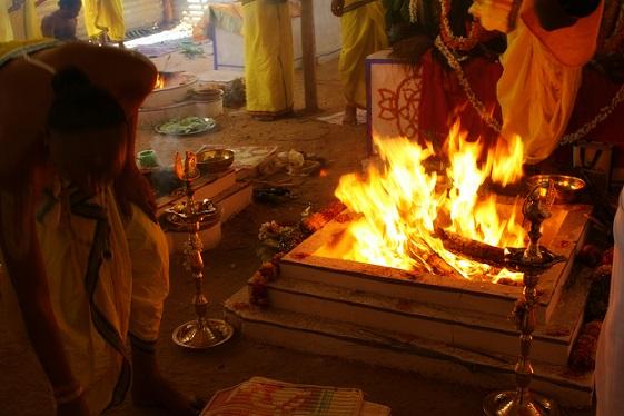 Hindus Performing Yagna | Hindu FAQs